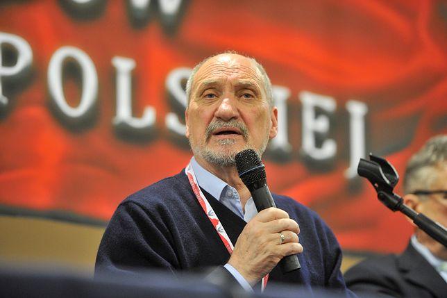 """Antoni Macierewicz mówił o eksplozji, rzeczniczka podkomisji smoleńskiej o """"gwałtownym zjawisku""""."""