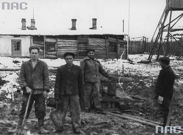 Polacy w łagrze w Workucie w 1956 r.
