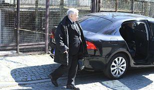 Politycy PiS tłumaczą wjazd Jarosława Kaczyńskiego na zamknięty cmentarz (zdj. ilustracyjne)