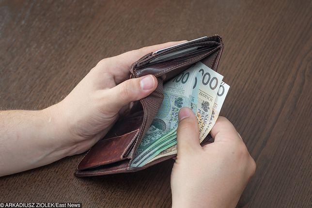 Brak pieniędzy często hamuje małżeństwa przed zaplanowaniem dziecka
