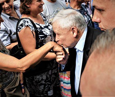 Tu nawet Kaczyński musi całować rękę wyborcy