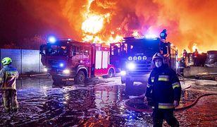 Unisław. Gigantyczny pożar składowiska opon. Gasi go kilkadziesiąt zastępów straży