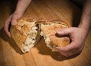 Piekarze protestują: rolnicy nie powinni piec chleba