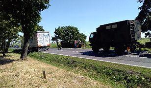 Wypadek z udziałem kolumny wojskowej w Brzoziu