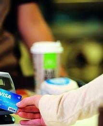 """Kartki """"Płatność kartą powyżej 10 zł"""" wciąż odstraszają klientów"""