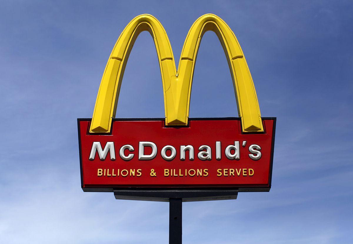 Pudełko BigMaca droższe od kanapki. McDonald's nawiązał współpracę ze znanym projektantem