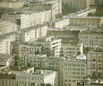 Warszawa. CBA zatrzymało znanego notariusza. Chodzi o aferę reprywatyzacyjną. Widok z Pałacu Kultury na centrum Warszawy.