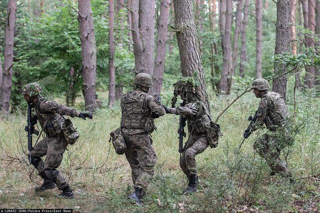 Ćwiczenia nastolatków miały przypominać gry wojenne żołnierzy (zdjęcie ilustracyjne)