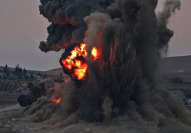 135 bojowych nalotów i miasto w ruinie - zdjęcia