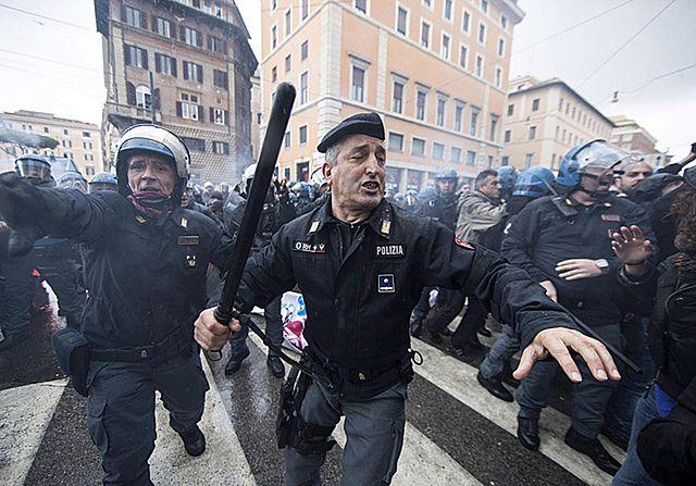 Ostre starcia z policją w Rzymie - zdjęcia