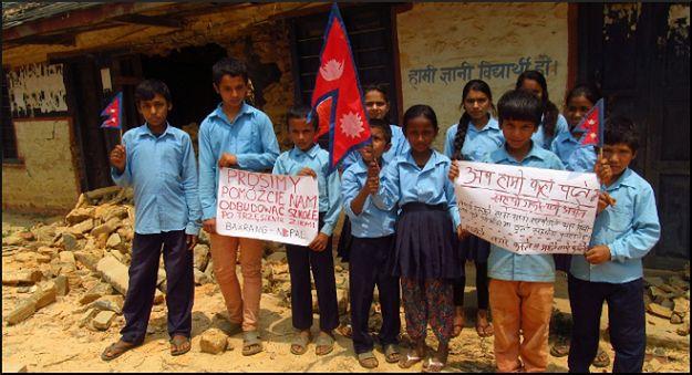 Poznański podróżnik sprzedaje własne mieszkanie, aby zdobyć pieniądze na budowę szkoły w Nepalu