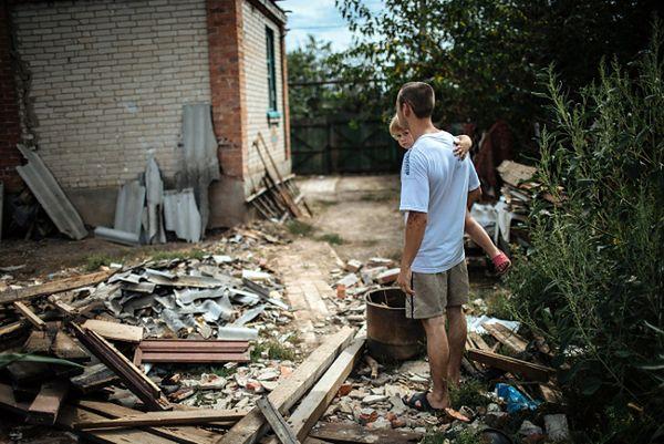 Zniszczenia po walkach na wschodzie Ukrainy