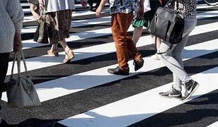 Mokotów: samochód potrącił pieszych na pasach. Jedna osoba nie żyje