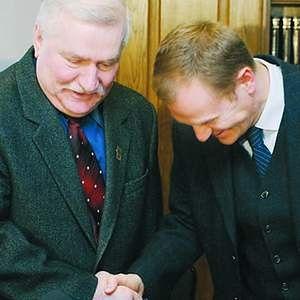 Tusk popiera Wałęsę, Wałęsa popiera Tuska