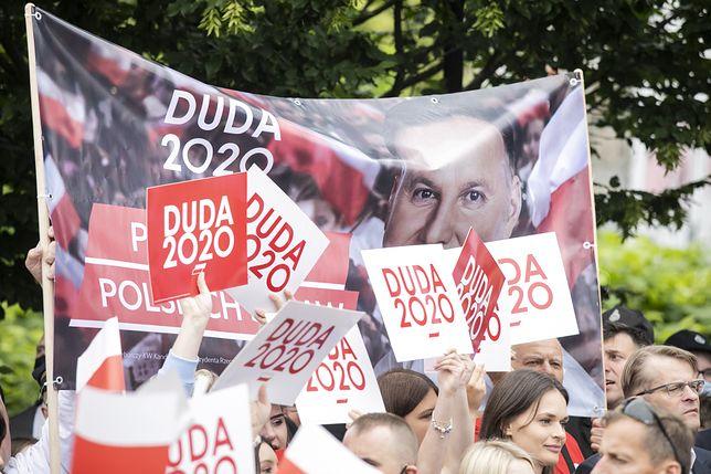 Polski narcyzm narodowy w odwrocie. Czym populiści przyciągają swoich wyborców? [Opinia ekspercka]