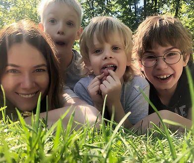 Synowie Karoliny Malinowskiej od najmłodszych lat pomagają innym.