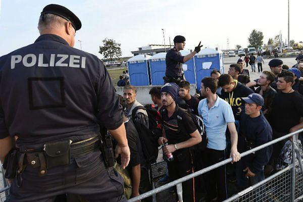 Austria nie zaostrzy kontroli na granicy z Węgrami