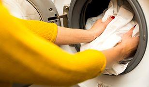 Jak pozbyć się przykrego zapachu z pralki? Domowe sposoby