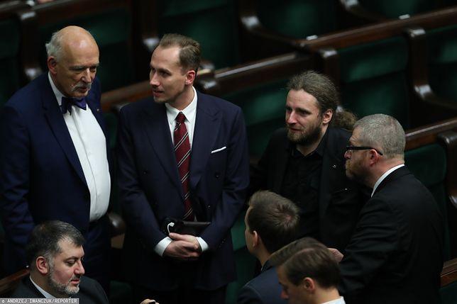Politycy Konfederacji Dobromir Sośnierz i Konrad Berkowicz twierdzą, że hajlowali dla żartów