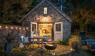 Dom-stodoła wśród jabłoni