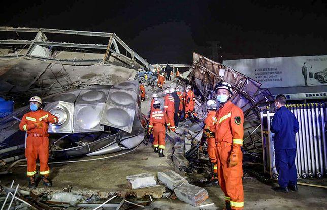 Tragedia w Chinach. Zawalił się hotel, w którym przebywało 70 osób poddanych kwarantannie