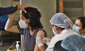 Szczepienia przeciwko COVID-19. Najnowszy raport o odczynach poszczepiennych. Są przypadki zgonów i zakrzepic