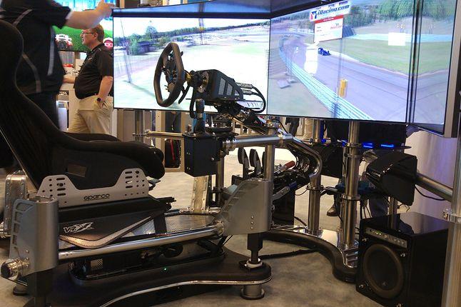 Wysoce interaktywny symulator wyścigów