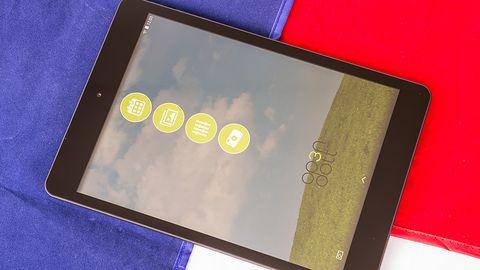 Test taniego i aluminiowego tabletu Op3n Dott z Tesco