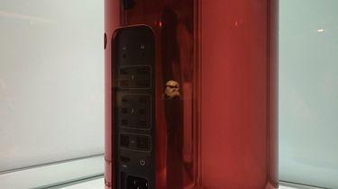 Dni z (Product) Red - Mac Pro sprzedano za 977  tys. USD i stał on się najdroższym komputerem typu desktop w historii.
