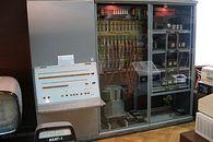 Elwro część 1 – miał być telewizor, a wyszedł komputer - Odra 1002. Jedyny egzemplarz znajduje się w Muzeum Techniki w Warszawie.