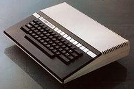 Atari część VIII — koniec modeli XL - Atari 1400XL który miał zastąpić niezbyt udany, choć piękny model 1200XL. Zachował stylistykę swojego poprzednika, lecz usunięto z niego wszystkie wady jakie posiadało Atari 1200XL.