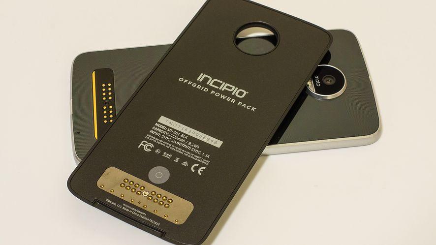 Lenovo Moto Z Play – test smartfonu, który zapowiada modułowąprzyszłość