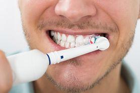 Jak prawidłowo przechowywać szczoteczkę do zębów?
