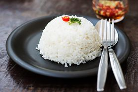 Źle przechowywany ryż może być przyczyną zatrucia pokarmowego