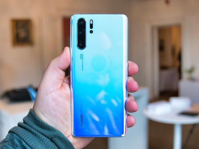 Huawei P30 Pro to bez dwóch zdań jeden z najlepszych smartfonów roku 2019. Udanie rywalizuje z Galaxy S10+ i iPhone'm XS Max. Co się stanie, gdy takiej konkurencji zabraknie? / Fot. Komórkomania (Miron Nurski)