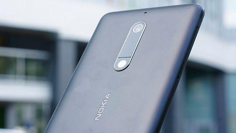 Nokia 7.1 Plus na zdjęciu. Byłby to najpiękniejszy smartfon, gdyby nie jeden szczegół