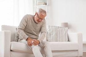 Spuchnięte kolano – wygląd, przyczyny i leczenie