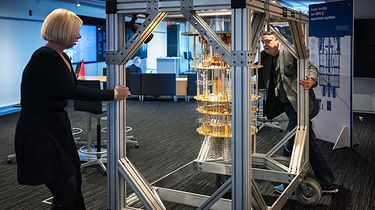 Szykuje się rewolucja w architekturze komputerów kwantowych - Prototyp komputera kwantowego skonstruowany przez IBM.