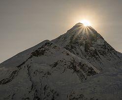 """Mount Everest. Dramatyczne wieści z """"dachu świata"""". Nie dało się nic zrobić"""