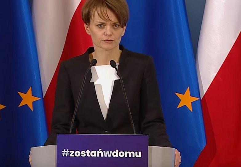 Zdjęcie obiegło Polskę. Jadwiga Emilewicz przeprasza