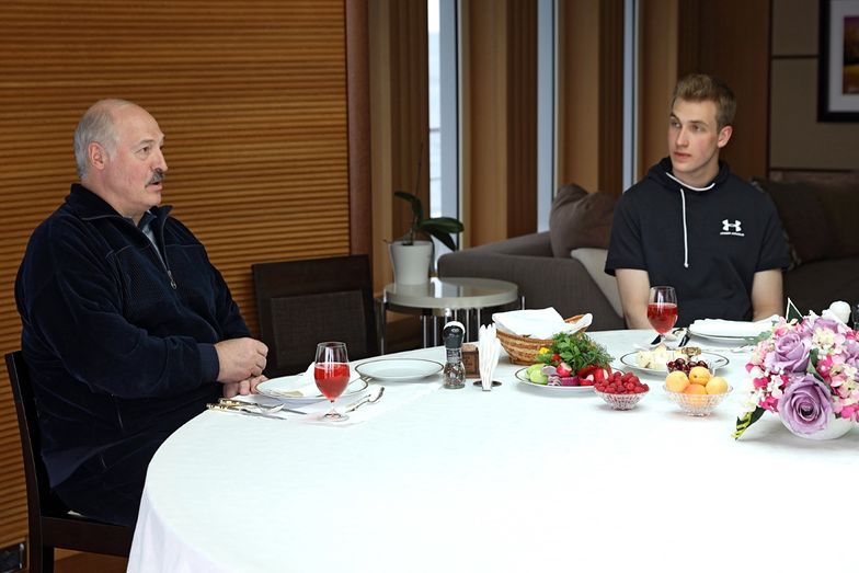 Łukaszenka szykuje swojego następcę. Zabrał go do Putina