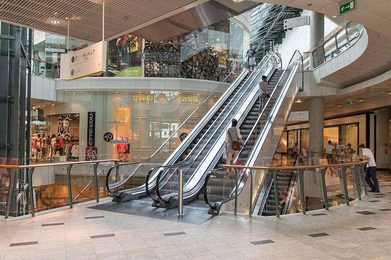 Nowe obostrzenia w galeriach handlowych. Rząd zamyka sklepy, ale nie wszystkie