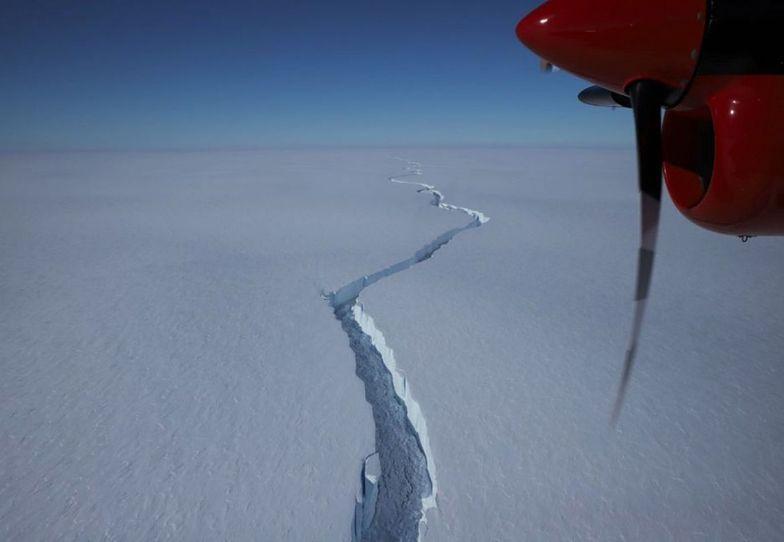 Lód zaczął pękać. Takiego widoku nie widzieli jeszcze nigdy