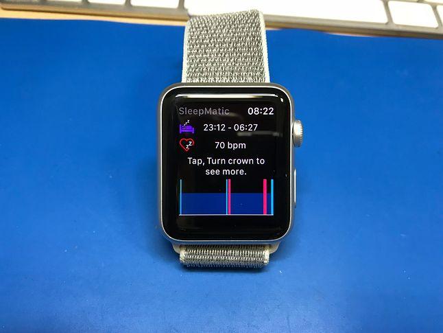 Dlaczego Apple Watch nie posiada domyślnie funkcji związanych z monitoringiem snu ? Nie mam pojęcia. Na szczęście jest sporo aplikacji, które to potrafią.
