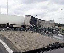 Wypadek w Żorach. Tysiące litrów alkoholu na drodze