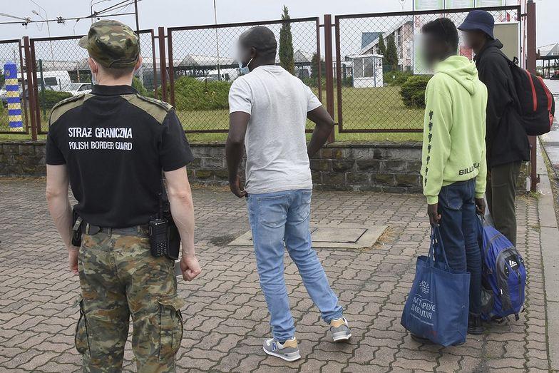 """Migranci z Afryki próbowali dostać się do Polski. Ich tłumaczenie """"rozbroiło"""" służby"""