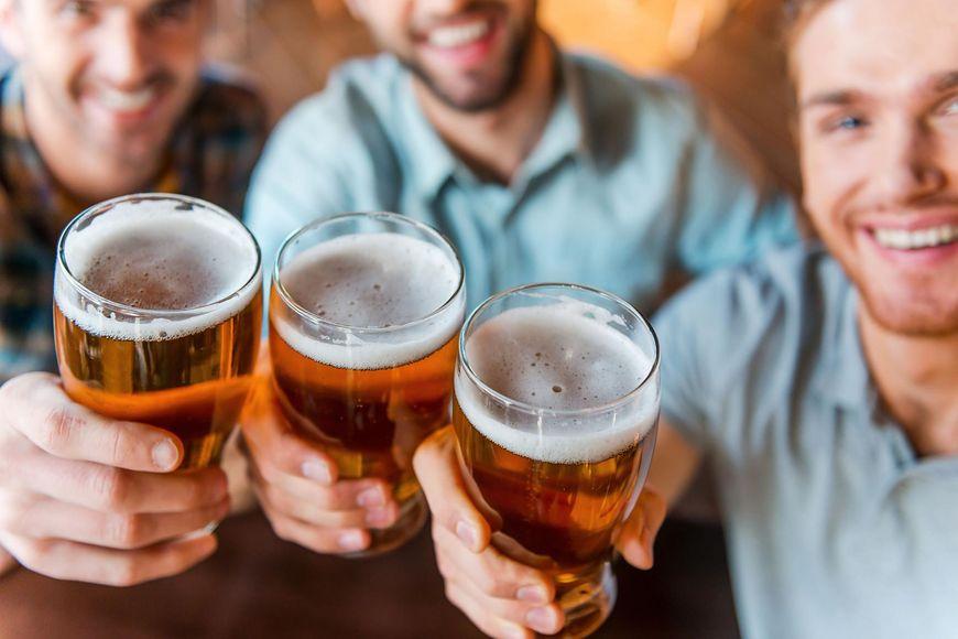 123rf.com Spożywanie alkoholu może mieć dla zdrowia negatywne skutki