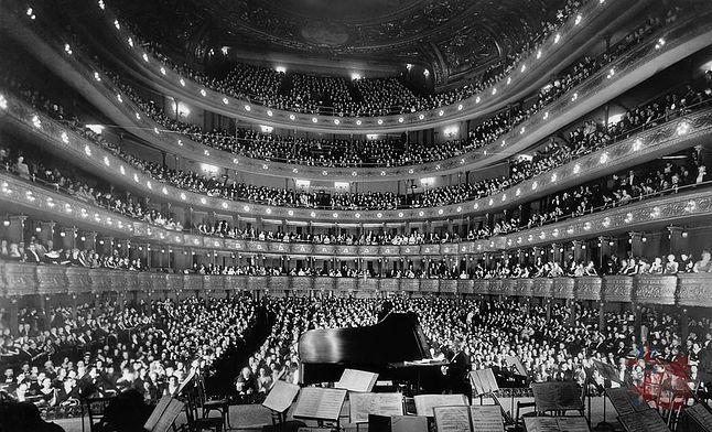 Nowojorska opera powstała w 1883 roku, ale wówczas sala koncertowa nie miała tak dobrej akustyki
