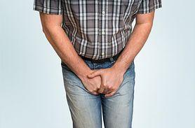 Mężczyzna cierpi na nocne oddawanie moczu. Co dolega 75-letniemu Zygmuntowi? (WIDEO)