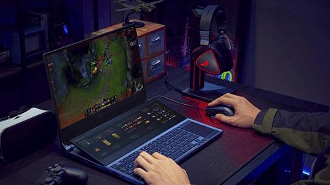 ASUS ROG Zephyrus Duo – laptop gamingowy z dwoma ekranami. Na pokładzie ma RTX 2080 Super